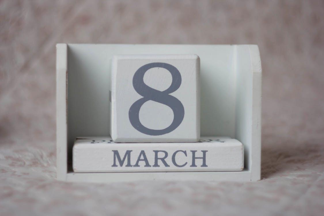 как поздравить с восьмым марта