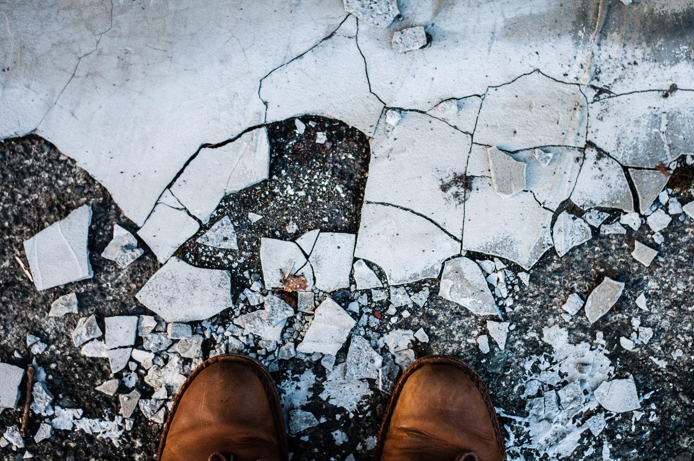 Как защитить обувь от реагентов зимой